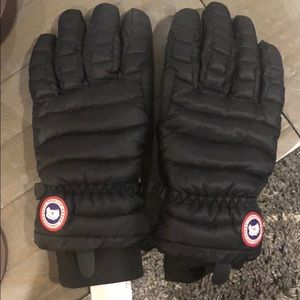 Canada Goose Accessories - Canada goose gloves - new without tags